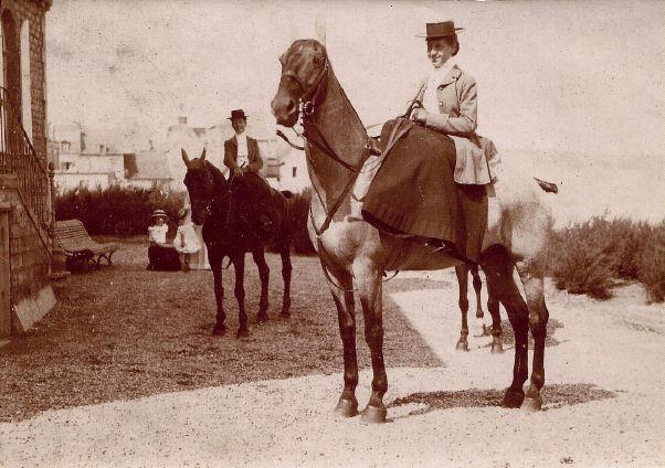 Les moyens de locomotion 1900-CecileDesclosieresacheval