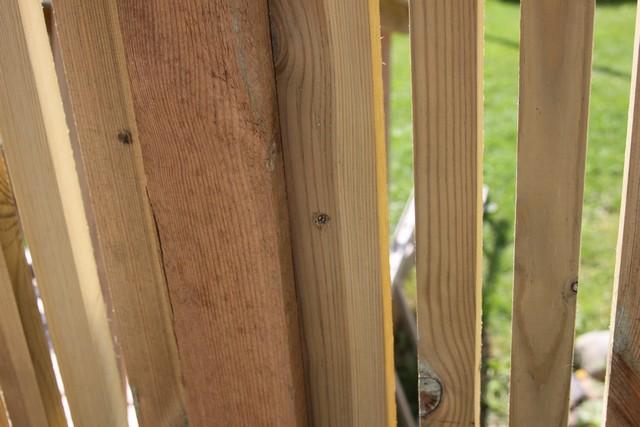 """Hur sätta fast staket i""""mitten"""" av stolpe"""